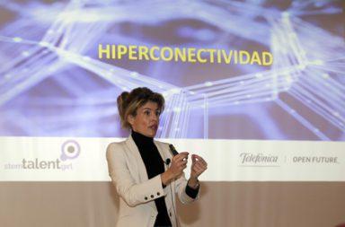 Cuarta de las 'masterclass' del proyecto Stem Talent Girl impartida por Almudena Moreno bajo el título 'Con efe, de futuro'. Almudena Moreno es 'Head of Millennials' de la plataforma de innovación abierta Telefónica Open Future
